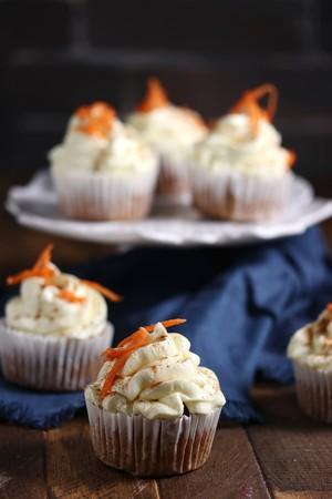 低糖質キャロットケーキカップケーキ(6個)Keto Carrot Cake Cupcakes (6 cupcakes)