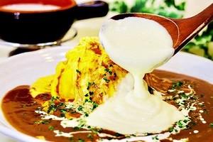 【卵's工房】オムライス チーズフォンデュをたっぷりかけたオムライス
