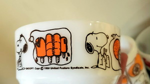 【アンティーク】ファイアーキング ANCHOR HOCKING SNOOPY MILK GLASS MUGS AND BOWLS