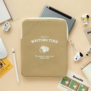 【韓国限定】peanuts snoopy time ipad pouch / ピーナツ スヌーピー タブレット アイパッド ポーチ 持ち手付き ケース 公式 韓国雑貨