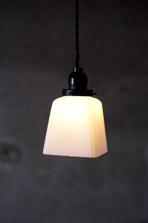 乳白ガラス照明