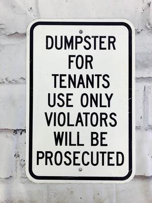 品番6275 道路標識 看板 『DUMPSTER FOR TENANTS USE ONLY』 ロードサイン サインボード アメリカンヴィンテージ