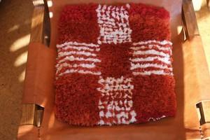 【佐藤さんのノッティング】 ー手織りの椅子敷きー