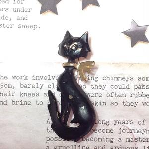 m018 おめかし黒猫 vintage ブローチ