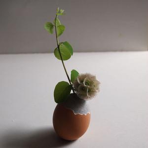 【完成品】 殻つきセメント卵の一輪挿し(gray)
