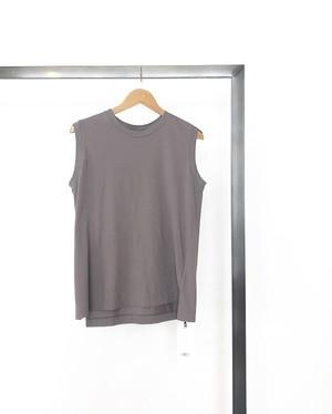 upper hights/ sleeveless tee