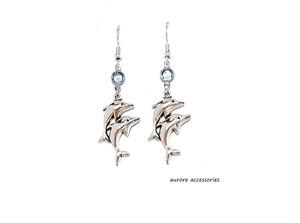 double dolphin pierced earrings ピアス/イヤリング/樹脂ピアス/樹脂ノンホールピアス ドルフィン イルカ シルバー ブルー 海 マリン 青 シンプル