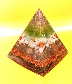 片山絶賛シリーズ!二度と同じものは作れません!健康、癒し、浄化に特化した大きなピラミッド
