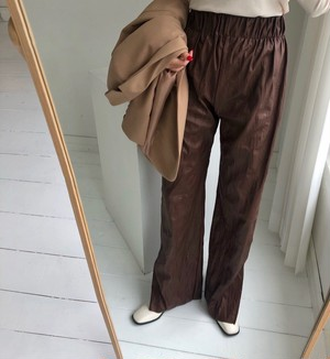 fake leather pleats pants