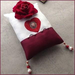 赤いバラとハート刺繍のリングピロー