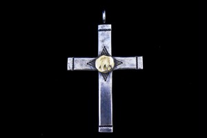 Luck 18k thunderbird metal cross