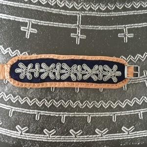 ピューター刺繍のブレスレット ①