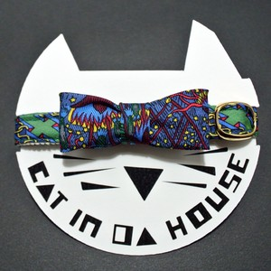 cat's collar vintage printed fabric  909