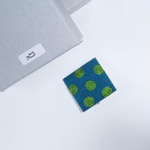 あとりえMOON 刺繍ブローチ 角 エメラルドグリーン×グリーン