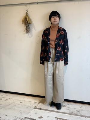 ヘルシンキ 黒地に花柄シャツジャケット