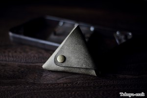 プエブロの三角コインケース ピックケース グリージオ