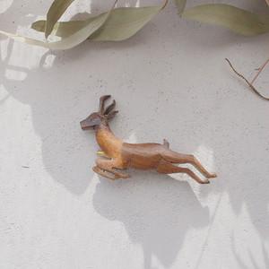 イギリスの森の鹿ブローチ