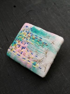 手描きテキスタイル刺繍ブローチしかく(5)