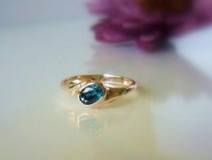青いジルコンの指輪