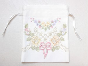 リボンとローズ刺繍&カットワーク きんちゃく_QRS17/5628