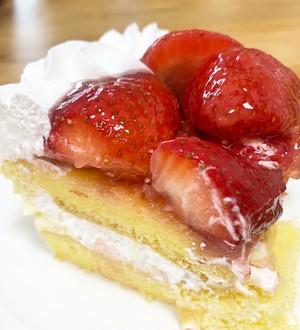 ストロベリー スコップケーキ 横33cm×縦17cm×高さ8cm(重さ:約1.5kg)