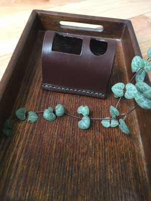 D8 立っち ペン・シャチ( ヌメ革 茶  ≪ 糸:深緑 ≫ )