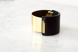 Gold face leather bangle*black