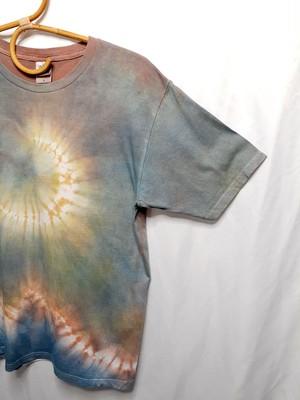 淡い月と山のTシャツ(藍染&ベンガラ染)