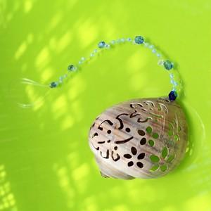 透かし彫り貝殻&スワロフスキービーズのオーナメント*モンステラ