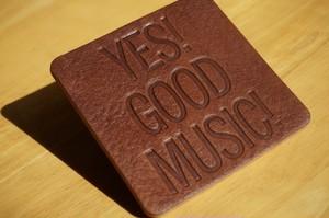 レザーコースター 刻印(YES GOOD MUSIC)デザイン3(ダークブラウン)
