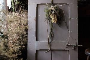 スワッグ -粋なグリーンと枝物