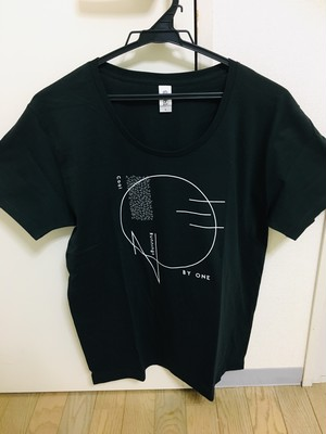 ONE BY ONE Tシャツ