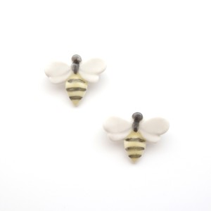 蜂ブローチ