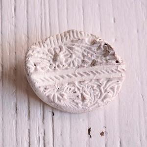 島るり子 陶器のブローチ(A)
