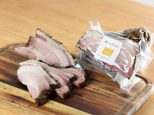 岡山県産豚肩ロースの燻製ブロック500グラム