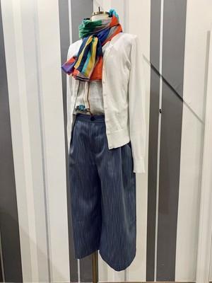 デニム調の半端丈パンツ