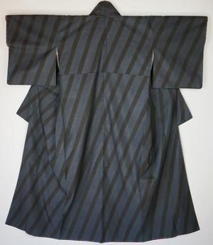 未使用 大島紬 希少柄 純泥染 手織り 泥藍 斜め縞 103