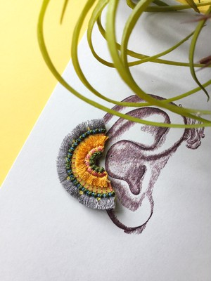 ARRO / 刺繍 / イヤークリップ / ピアス / BLOOM /grey