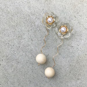 clear flower / gold / wood beads