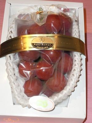販売中! ルビーロマン(石川県産)700g以上の特秀品・大粒化粧箱入り1房・本州送料消費税込み