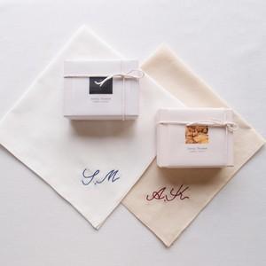 【オーダーメイド】Mon mouchoir  ❘  aya 手刺繍 イニシャルハンカチ