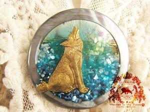 月夜のオオカミ サークルブローチ