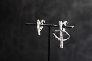 浮遊する輪のピアス・イヤリング(silver)