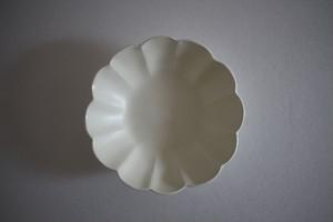 鈴木しのぶ|白釉輪花中皿