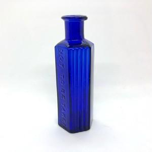 青い毒薬瓶(中)