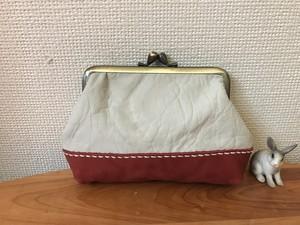 ぷっくり四角い本革がま口ポーチ(くしゅくしゅ白&赤レザー)