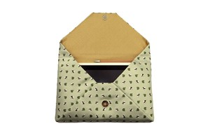 Atelier Kyoto Nishijin/お座りパンダ・西陣織シルク・数寄屋袋(すきやぶくろ)・B5サイズタブレット対応・若葉色(わかばいろ)・日本製