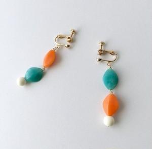軽やかなオレンジ&エメラルドグリーン・アクリル・イヤリング/ピアス
