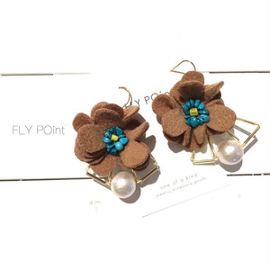 - camel flower pierce -