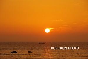 有明海の朝の風景「朝日と船」